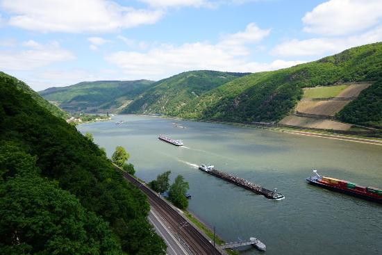 Trechtingshausen, Tyskland: вид на Рейн 2