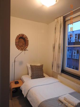 Hotel de Tabaksplant: A little corner in a single bedroom