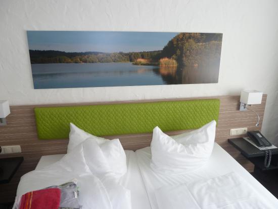 Pleinfeld, Duitsland: Bett mit Kopfkissen