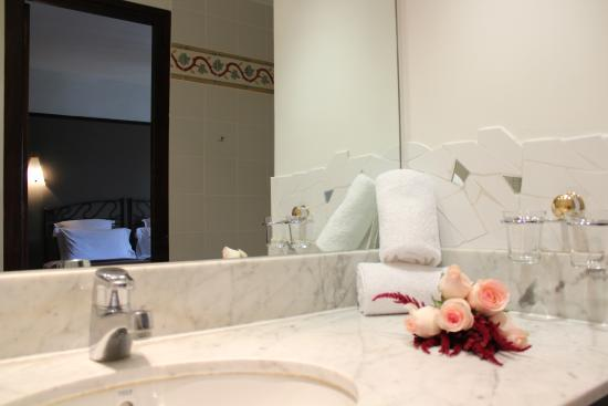 Hotel les Jardins du Luxembourg: Salle de bain