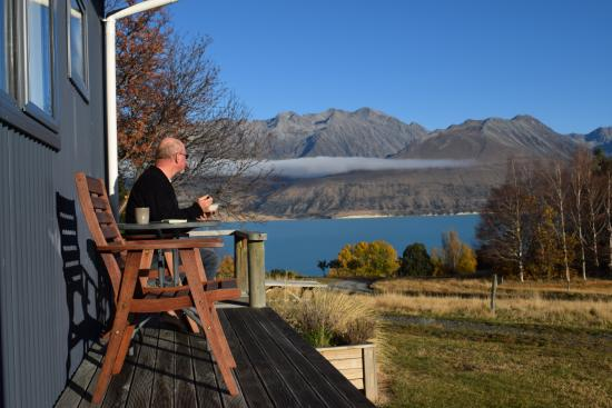 Braemar Station : Breakfast on the deck.