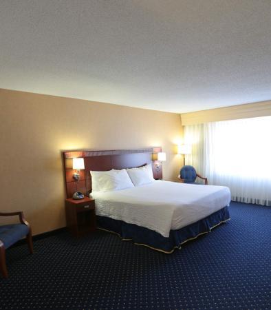 Blacksburg, VA: King Suite Sleeping Area