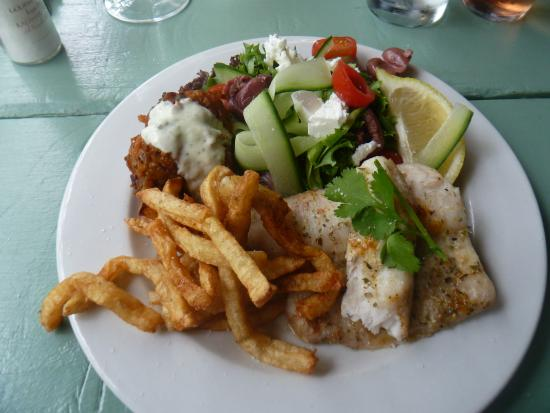 Wilderness, Sudáfrica: Hake, hand cut potato chips, salad and sly fritters