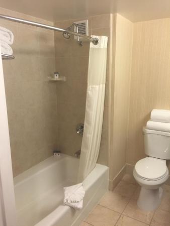Commerce, Καλιφόρνια: Guest bath shower