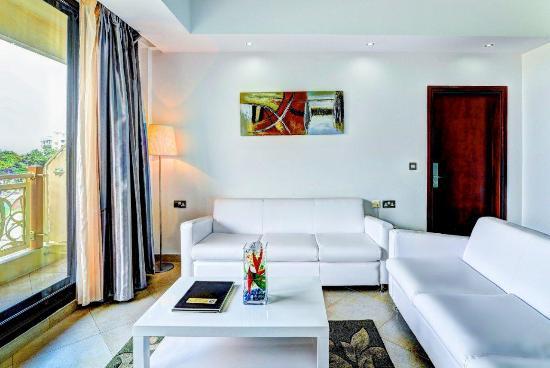BEST WESTERN PLUS Peninsula Hotel: Family Room Lounge