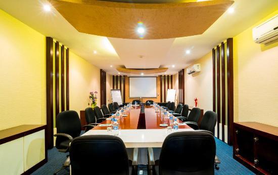 Best Western Plus Peninsula Hotel: Mafia Boardroom