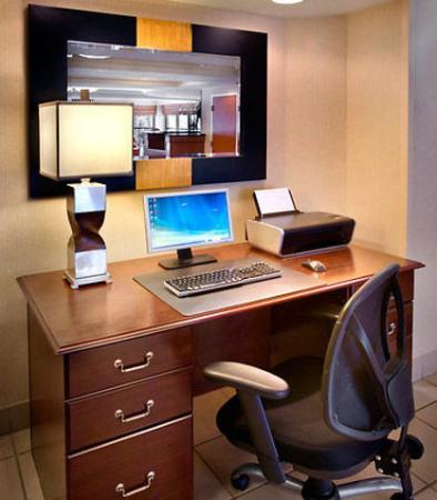 Tewksbury, MA: Business Center