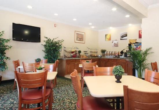 Fairborn, Ohio: Breakfast Seating Area