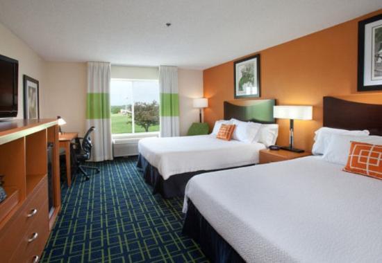 New Paris, OH: Executive Queen/Queen Guest Room