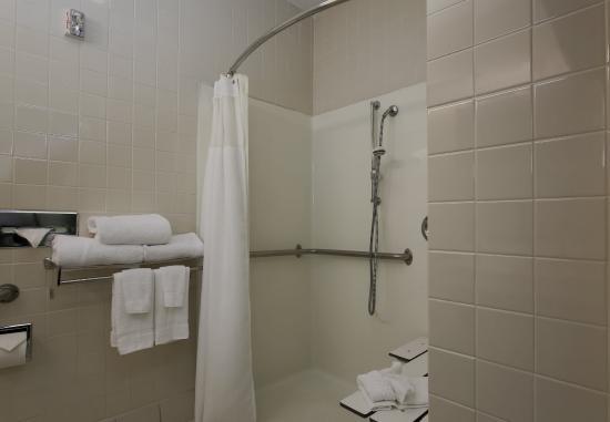 Warren, Огайо: Accessible Guest Bathroom