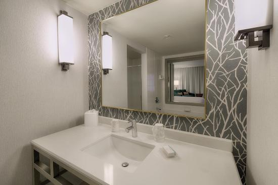 Twinsburg, OH: Whirlpool Suite Sink