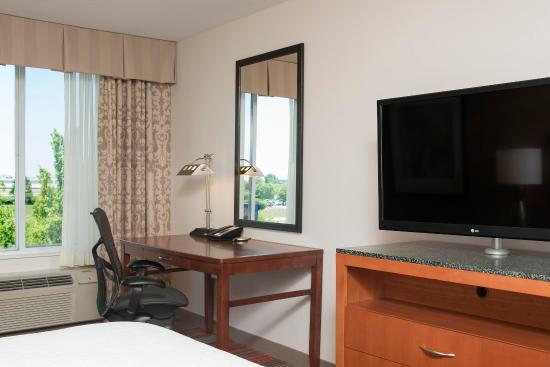Hilton Garden Inn Lexington: Guest Room Work Desk