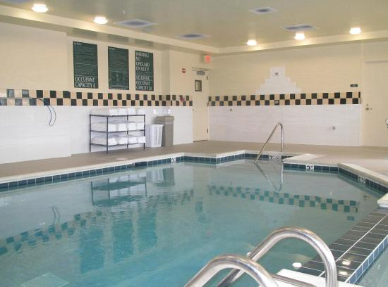 Hilton Garden Inn Addison: Indoor Pool