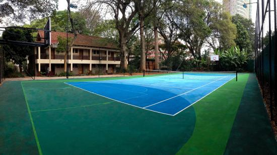 Amani Gardens Inn: Newly Remodeled Tennis/Basketball Court