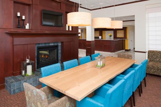 Hilton Garden Inn St. Paul/Oakdale - Lounge - Communal Table