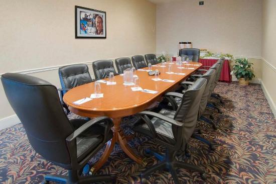 Hilton Garden Inn Oshkosh: Poberezny Boardroom