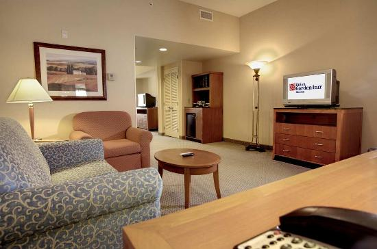 Hilton Garden Inn Jackson/Madison: Suite Sitting Area