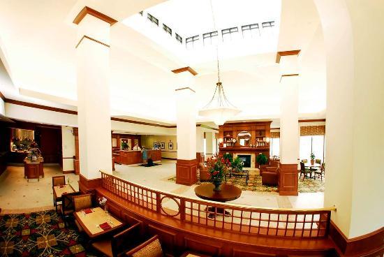 Oconomowoc, WI: Hotel Lobby