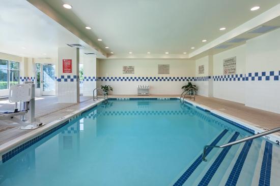 Hilton Garden Inn Islip/MacArthur Airport: Pool