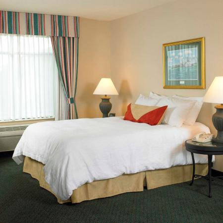 Glastonbury, CT: Standard Queen Bed