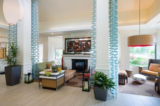 Glastonbury, CT: Hotel Lobby Seating Area