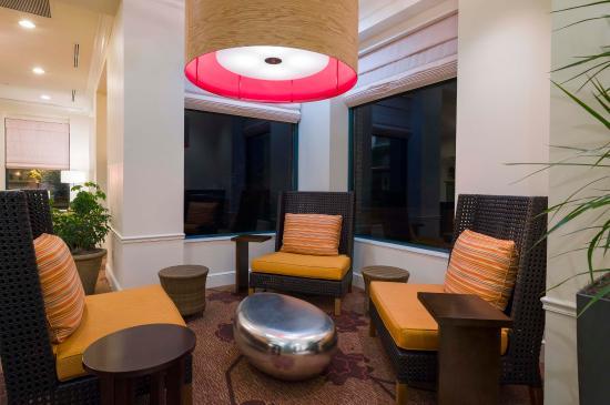 Glastonbury, CT: Lobby Seating Area