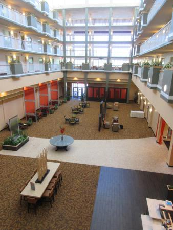 Embassy Suites by Hilton Brunswick: interior view