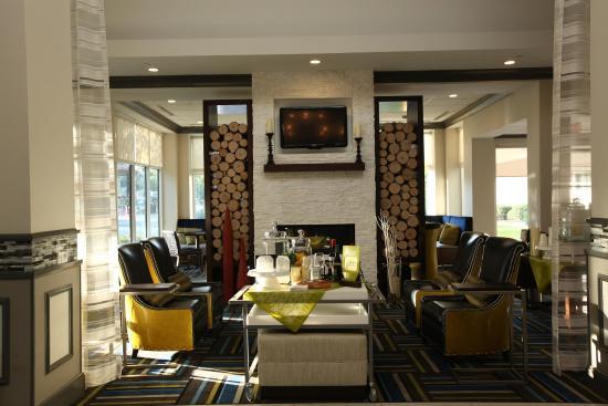 Westbury, estado de Nueva York: Renovated Lobby