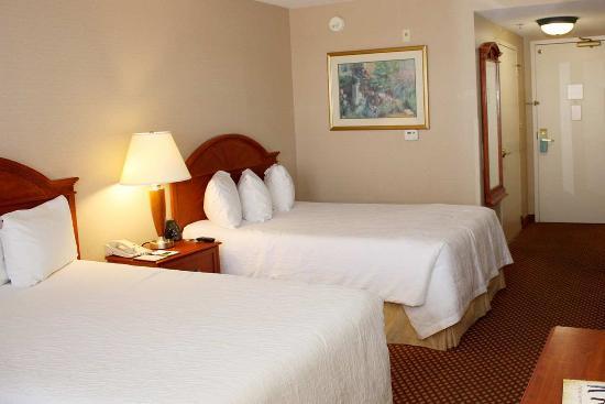 Double bed guest room at the Hilton Garden Inn Albuquerque North/Rio Rancho hotel
