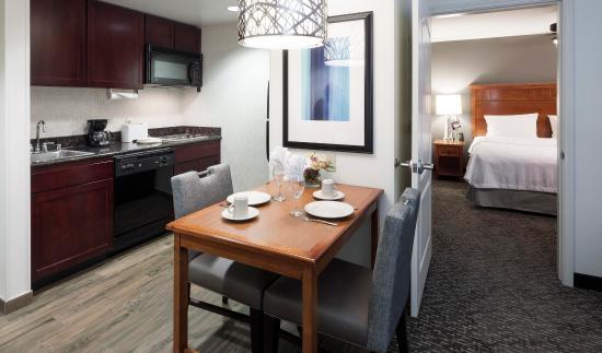 Agoura Hills, CA: Suite Kitchen Area