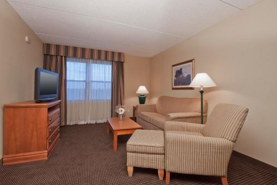 Homewood Suites by Hilton Boston-Peabody: Suite Living Area