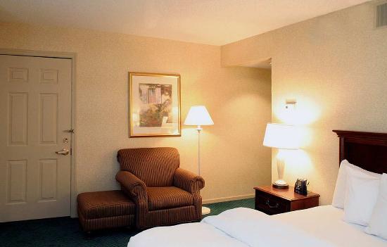 Homewood Suites by Hilton Columbus / Worthington: King Bedroom Suite