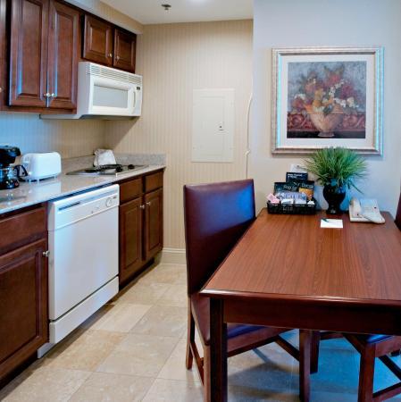 Homewood Suites by Hilton Huntsville-Village of Providence: Suite Kitchen