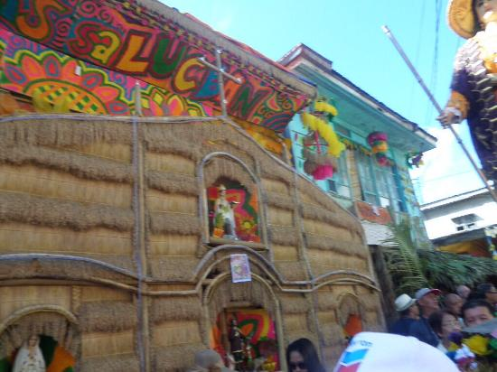 Lucban, Philippinen: More houses with colorful decorations