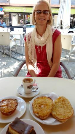 Cafe Futbol: Mollete & Cakes!