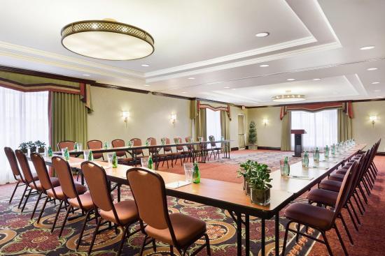 Homewood Suites by Hilton Cambridge-Waterloo, Ontario : Jamieson Ushape