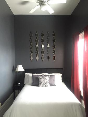 The Mount Vernon Inn: The Paul Lynde Suite