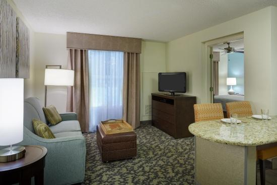 Homewood Suites by Hilton Raleigh-Durham AP / Research Triangle: One Bedroom Suite Living Area