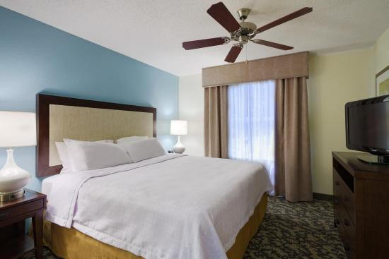 Homewood Suites by Hilton Raleigh-Durham AP / Research Triangle: King Bedroom