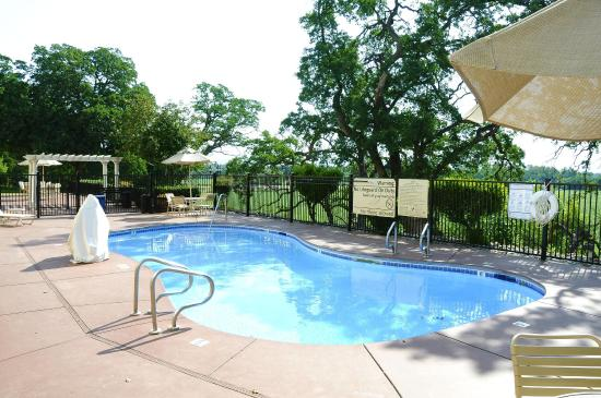 Red Bluff, CA: Outdoor Pool