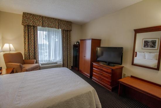 Midwest City, OK: King Bed Room