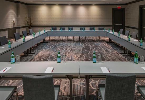 Minnetonka, Миннесота: Lake of the Isles Boardroom