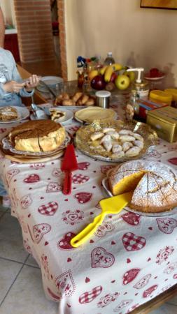 Pescantina, Italia: una parte del buffet della colazione