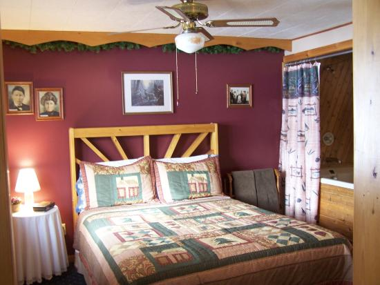Pleasant Lake Bed and Breakfast: Lady Ann's Suite