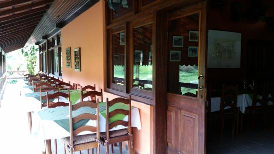 Hotel of the Britons: Área externa do restaurante