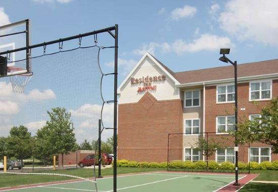 Bloomingdale, IL: Sport Court