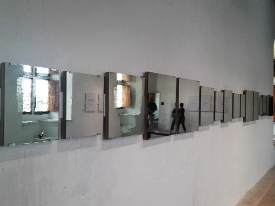 Montsoreau, Francia: Mirror Piece - Art & Language
