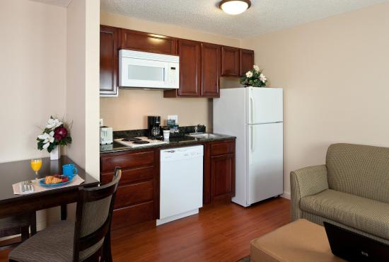 Homewood Suites by Hilton Boston/Andover: In-Suite Kitchen Area