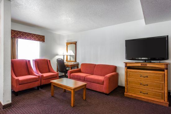 Econo Lodge: King Suite