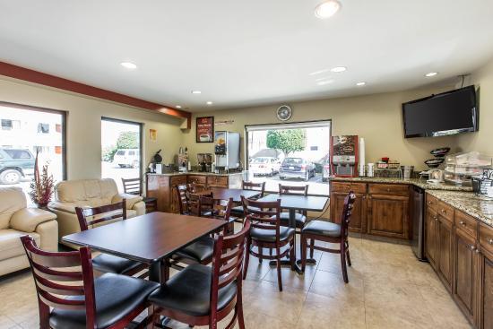 Econo Lodge: Breakfast Area